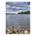 Nubes sobre el río americano postales