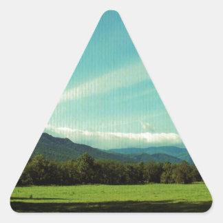 Nubes sobre la ensenada de Cades Pegatina Triangular
