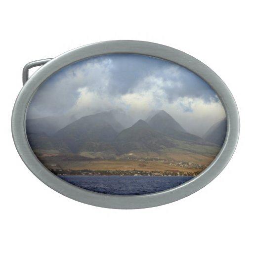 Nubes sobre las montañas hebilla cinturón oval