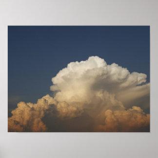 Nubes tempestuosas del vendaval pesado impresiones