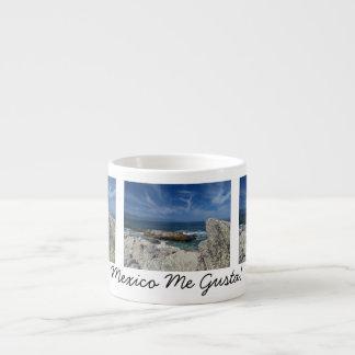 Nubes Wispy sobre las rocas; Recuerdo de México Taza Espresso
