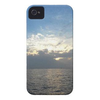 Nubes y caso de Iphone 4/4s del océano Funda Para iPhone 4