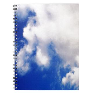 Nubes y cielo azul libreta