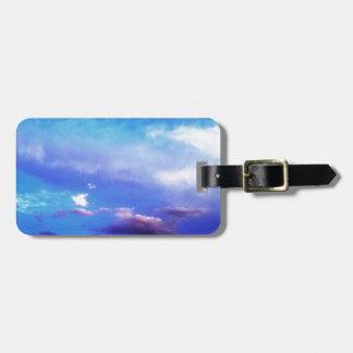 Nubes y cielo etiqueta de maleta
