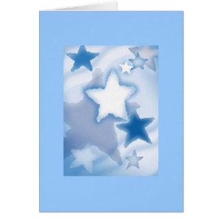 Nubes y estrellas inspiradas de la tarjeta