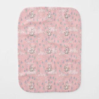 Nubes y gotas de agua - rosa de la guirnalda del paños para bebé