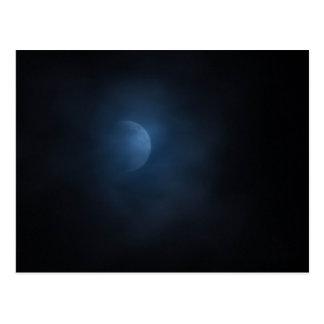 Nubes y la luna tarjetas postales