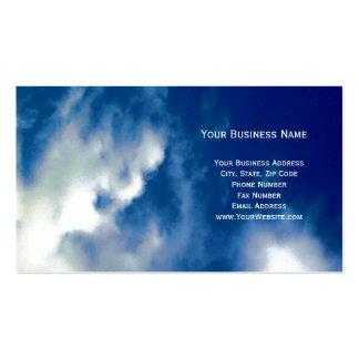 Nubes y tarjetas de visita del cielo azul