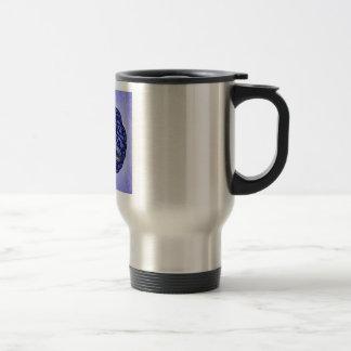 Nudo céltico azul marino y negro de la trinidad taza de viaje de acero inoxidable