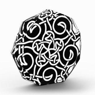 Nudo céltico blanco y negro