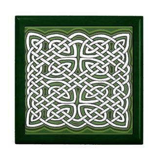 Nudo céltico con el fondo verde cajas de regalo