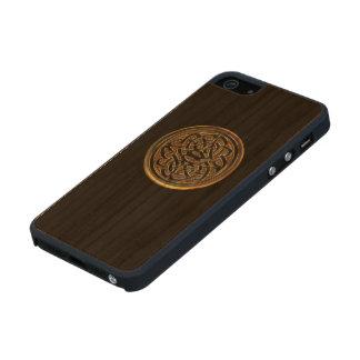 Nudo céltico de bronce en la caja de madera negra funda de madera para iPhone 5