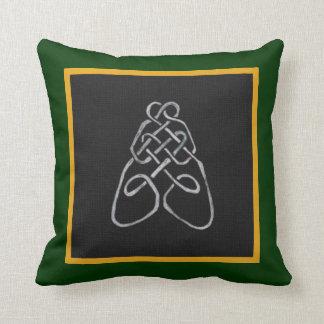 Nudo céltico de la abeja almohadas