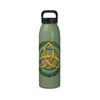 Nudo céltico de la trinidad botella de agua reutilizable
