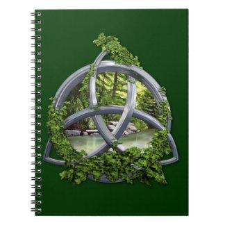 Nudo céltico de la trinidad del cromo cuadernos
