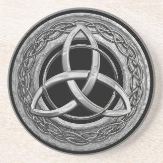 Nudo céltico de la trinidad del metal posavasos manualidades
