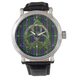 Nudo céltico de la trinidad y tartán nacional relojes de pulsera
