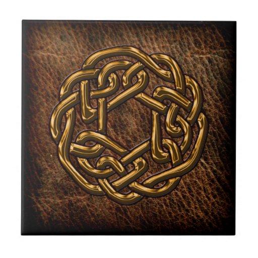 Nudo céltico de oro en el cuero azulejo ceramica