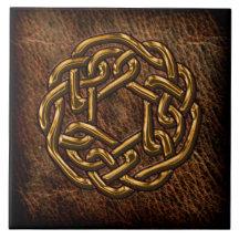Nudo céltico de oro en el cuero azulejo cerámica