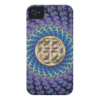 Nudo céltico de oro en un fractal espiral colorido iPhone 4 coberturas
