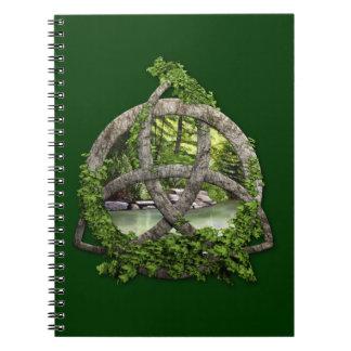 Nudo céltico de piedra de la trinidad spiral notebook