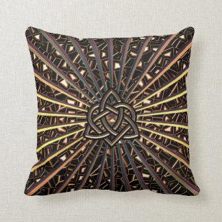 Nudo céltico metálico de bronce del corazón de la cojines