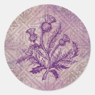 Nudo céltico púrpura del cardo escocés pegatina redonda