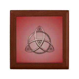 Nudo céltico rojo de la trinidad caja de regalo