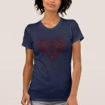Nudo céltico rojo del corazón camiseta