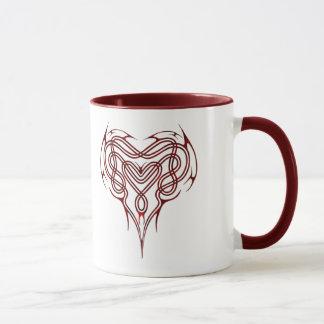 Nudo céltico rojo del corazón taza