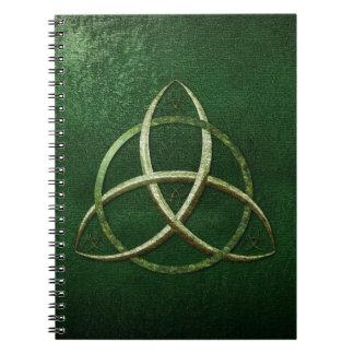 Nudo céltico verde de la trinidad spiral notebook