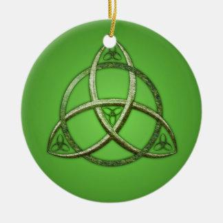 Nudo céltico verde de la trinidad ornaments para arbol de navidad