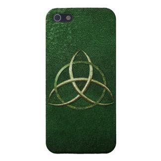 Nudo céltico verde de la trinidad iPhone 5 carcasa