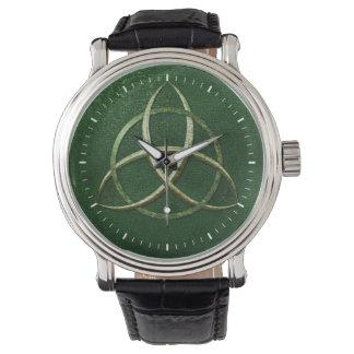 Nudo céltico verde de la trinidad relojes
