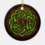 Nudo céltico verde en el cuero ornamento para arbol de navidad