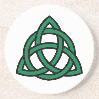 Nudo céltico verde posavasos para bebidas