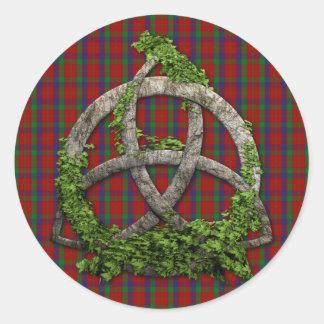 Nudo de la trinidad y tartán célticos de Robertson Etiquetas Redondas