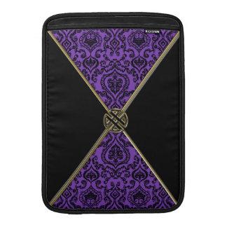 Nudo púrpura del Celtic del damasco y del oro Funda MacBook