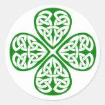 nudo verde del celtic del trébol pegatina redonda