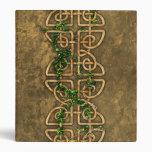 Nudos célticos decorativos con la hiedra