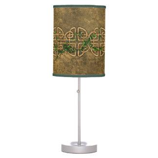 Nudos célticos decorativos con la hiedra lámpara de mesilla de noche