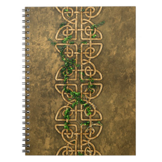Nudos célticos decorativos con la hiedra libro de apuntes con espiral