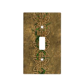 Nudos célticos decorativos con la hiedra tapa para interruptor