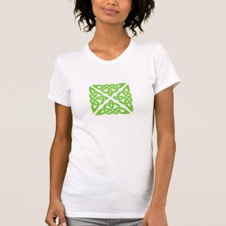 Nudos célticos en camiseta verde camisas