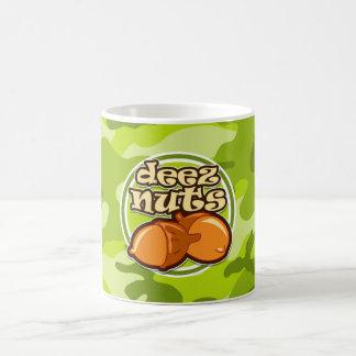 Nueces de Deez; camo verde claro, camuflaje Taza De Café