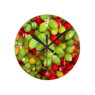 nueces de palma verde y rojo reloj redondo mediano