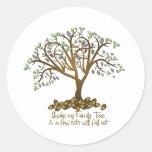 Nueces del árbol de familia etiquetas redondas