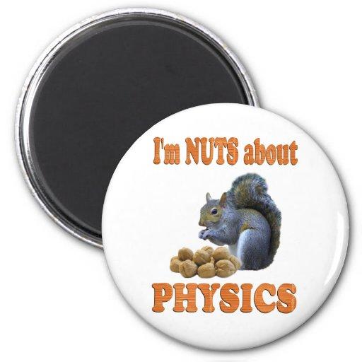 Nueces sobre la física iman de frigorífico