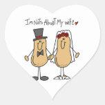 Nueces sobre mis camisetas y regalos de la esposa pegatina en forma de corazón
