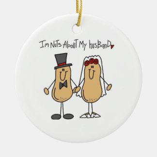 Nueces sobre mis camisetas y regalos del marido ornamento para arbol de navidad